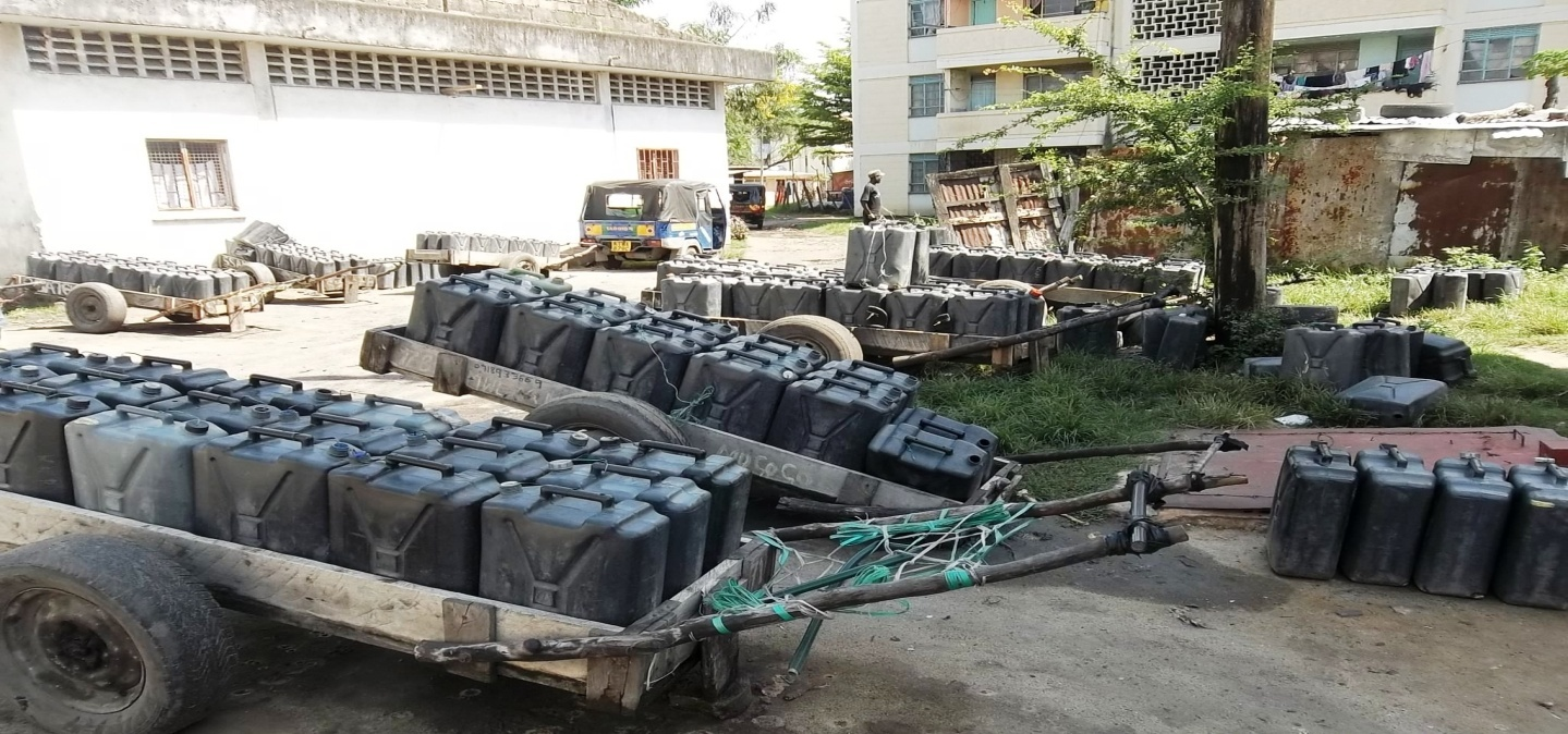 Hand-carts transporting water to the hard-hit Ganjoni Estate before the WAG intervention